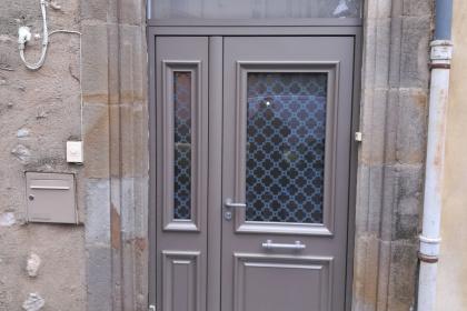 porte d'entrée traditionnelle aluminium clermont l'hérault rénovation
