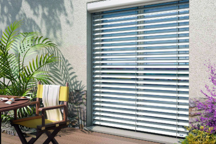 Store brise-soleil orientable à encombrement minimum