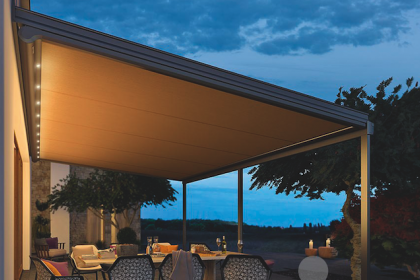 Pergola toile design LED Sottezza de Weinor par Komilfo