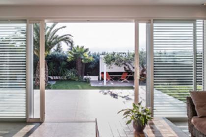 Fenêtres et portes-fenêtres en aluminium sur-mesure Komilfo