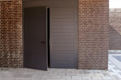 Portes de garage battantes sur-mesure Komilfo