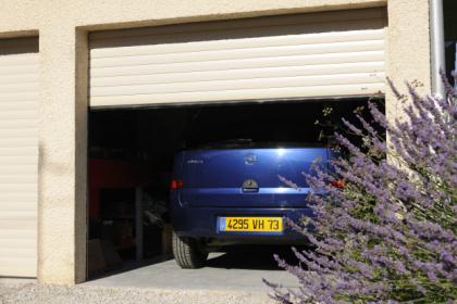 Portes de garage enroulables sur-mesure Komilfo