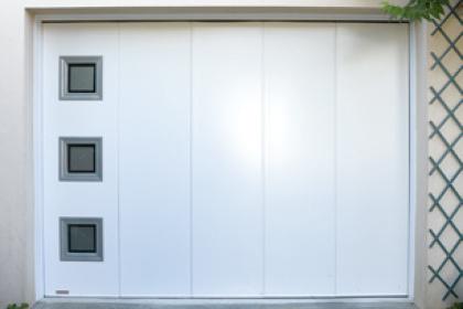 Portes de garage latérales sur-mesure Komilfo