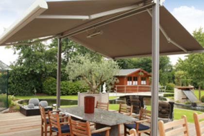 Store de jardin et parasol sur-mesure Komilfo
