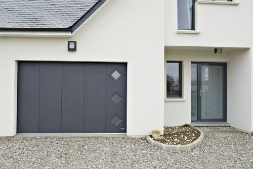 Réhabilitation de porte d'entrée et porte de garage coulissante sur Vannes par Espace Fermetures