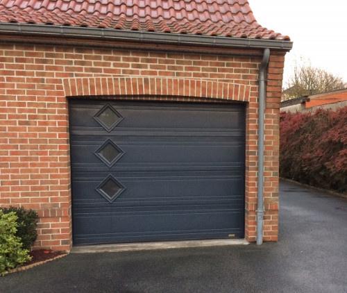 Pose de porte de garage contemporaine près de Valenciennes (Nord) par Ombres et Protections