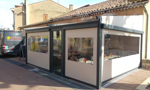 Faites installer une pergola sur Manosque avec Komilfo SFP et agrandissez la terrasse de votre restaurant !