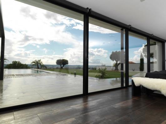Un choix réfléchi de fenêtres chez Komilfo Baie Ouest Caen