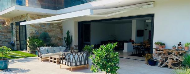 Store banne, brise-soleil orientable ou store de fenêtre - le guide Komilfo