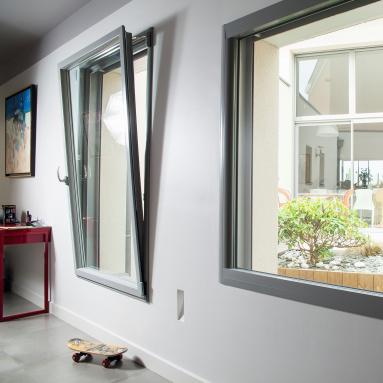 Fenêtre oscillo-battante et fenêtre fixe Komilfo