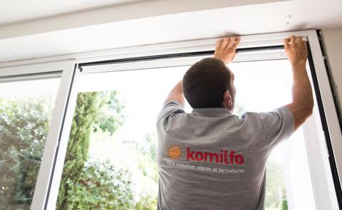 Un artisan local Komilfo pour suivre votre projet de baie vitrée et fenêtre