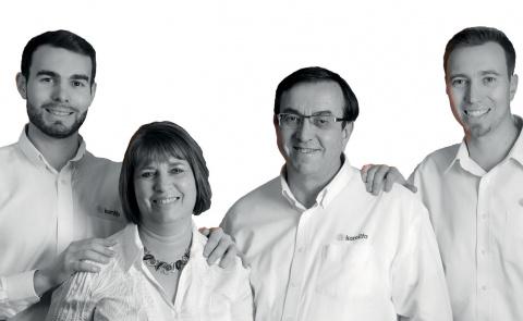 L'équipe des magasins Miraluver / Fermeco à Pau et Bayonne - Komilfo
