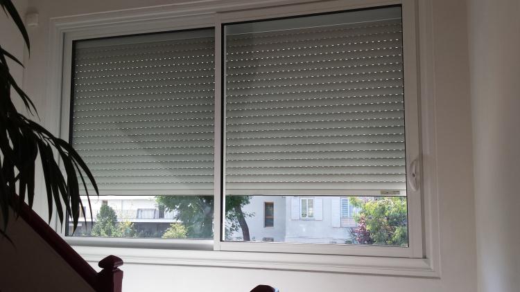 fenêtre coulissante aluminium et volet roulant