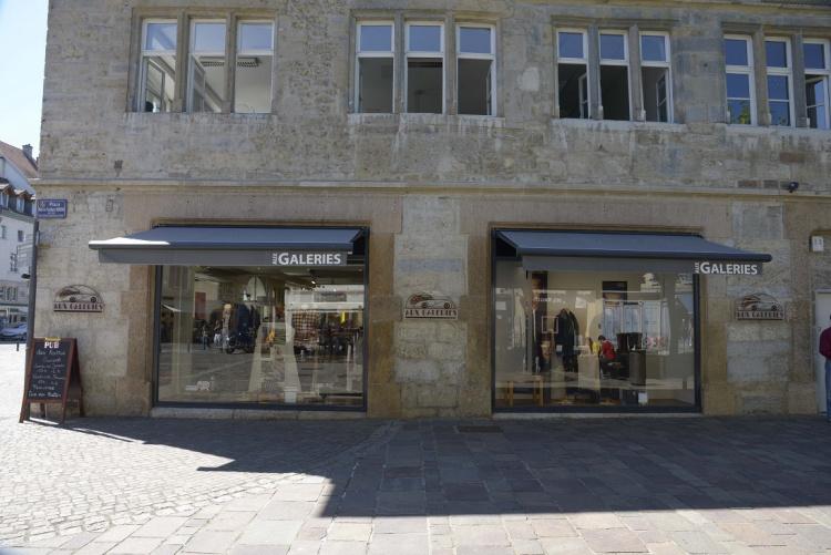 Store coffre alu sur un magasin à Montbéliard (Doubs) - Komilfo Courvoisier