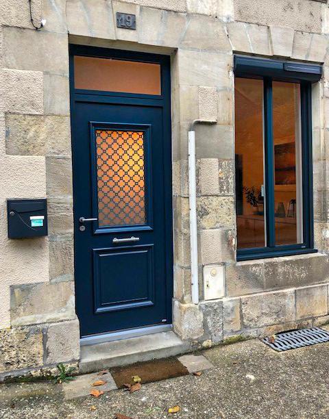 Porte d'entrée aluminium bleue - Huguet Thibault - Komilfo Poitiers
