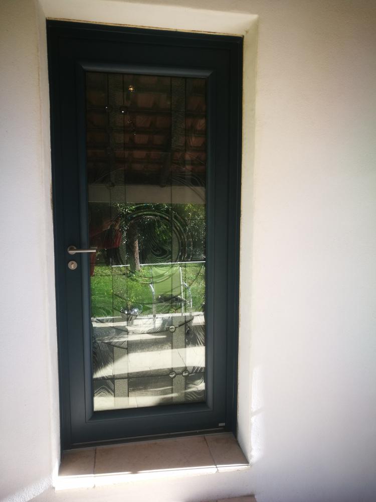 porte d'entrée en aluminium ajouré décoratif montpellier 34 clermont l'hérault
