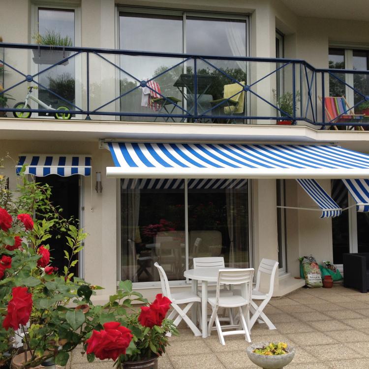 Store banne installé à Fleury-sur-orne par Baie Ouest Caen, adhérent komilfo dans le calvados (14)