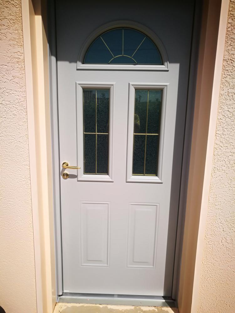 porte d'entrée classique alu blanc vitrage ajouré