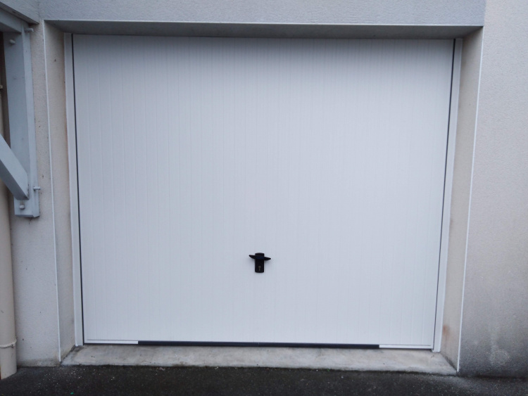 Porte de garage basculante - Le Croisic (44) - Komilfo