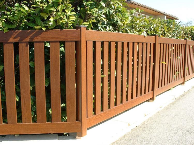 Modèle de clôture disjointe en bois à installer par un adhérent Komilfo
