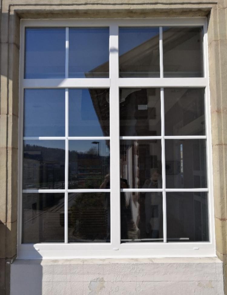 Fenêtre et menuiserie PVC à la gare d'Altkirch - Komilfo Isoger