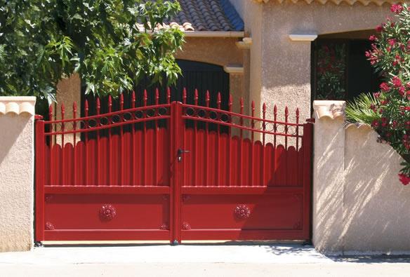 Portail battant aluminium rouge Horizal