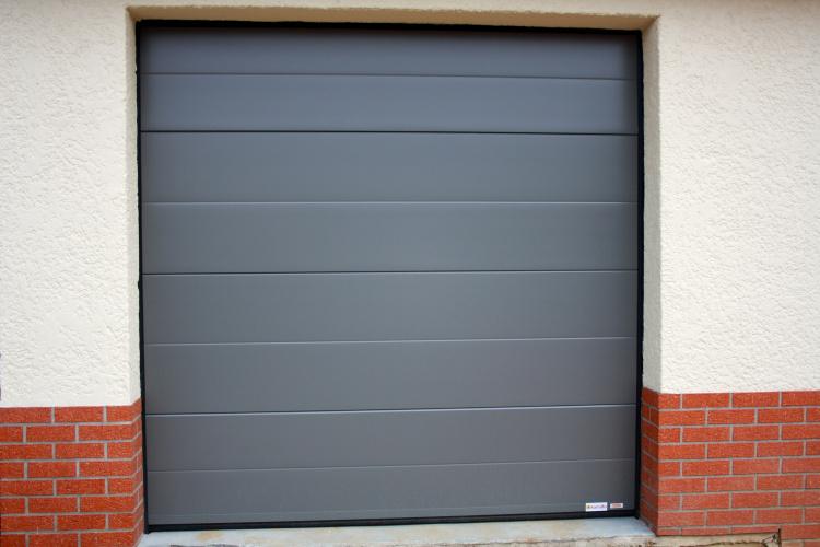 Porte de garage en acier à Clairmarais