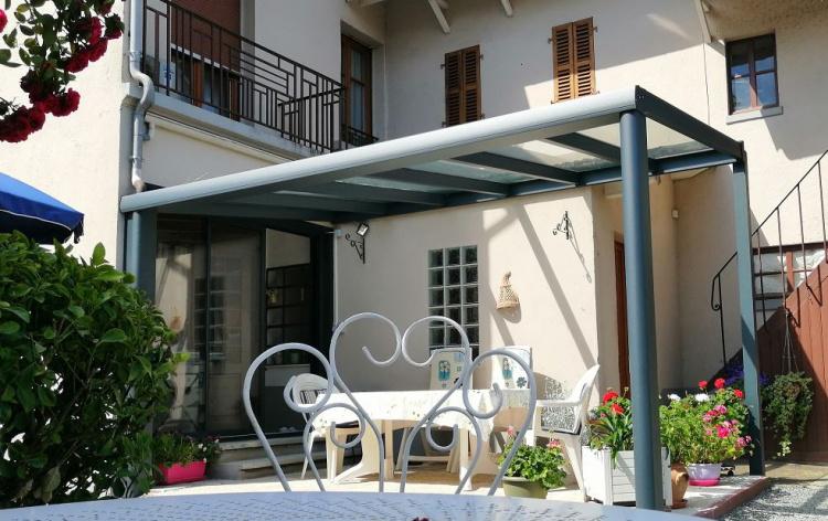 Oasis de verre et porte fenêtre aluminium - Installation par Komilfo Courvoisier