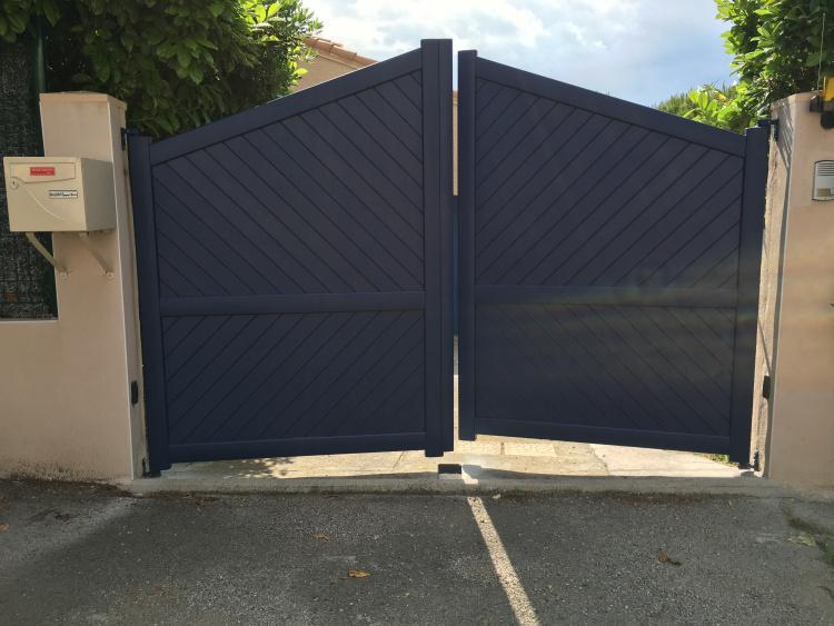 portail battant en aluminium à Castries (Hérault) par Alu MD Delagrange