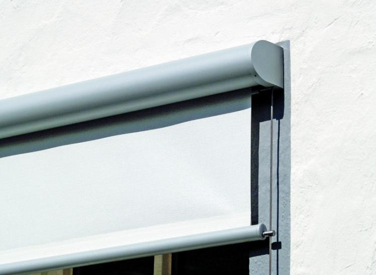 Store de fenêtre avec zoom sur coffre