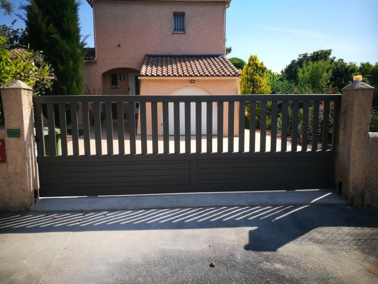 portail en aluminium ajouré à St Clément de Rivière près de Montpellier