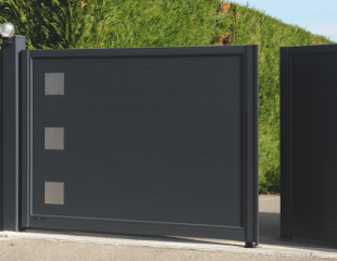 Portail design aluminium battant motorisé Amphion les bains