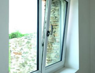 Fenêtre oscille-battante PVC