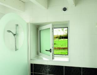 Fenêtre PVC avec verre dépoli