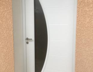 Porte d'entrée blanche argeles sur mer komilfo perpignan 66