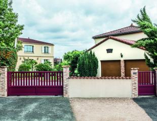 Portail et clôture contemporains rouge