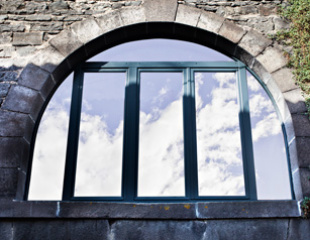 Fenêtres et portes-fenêtres en bois sur-mesure Komilfo