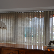 store interieur californien bandes verticales moderniser moduler lumière evian luxaflex