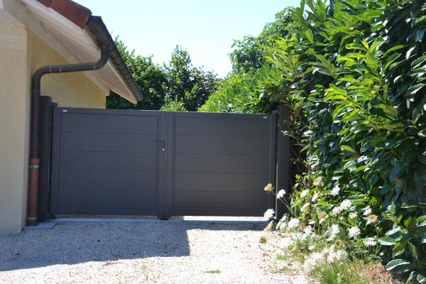 portail 2 vantaux motorisé horizal installé à Thonon-les-Bains (Haute-Savoie)
