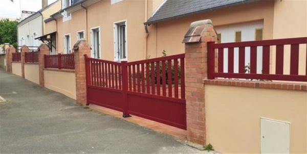 clôture portail portillon semi ajouré aluminium rouge