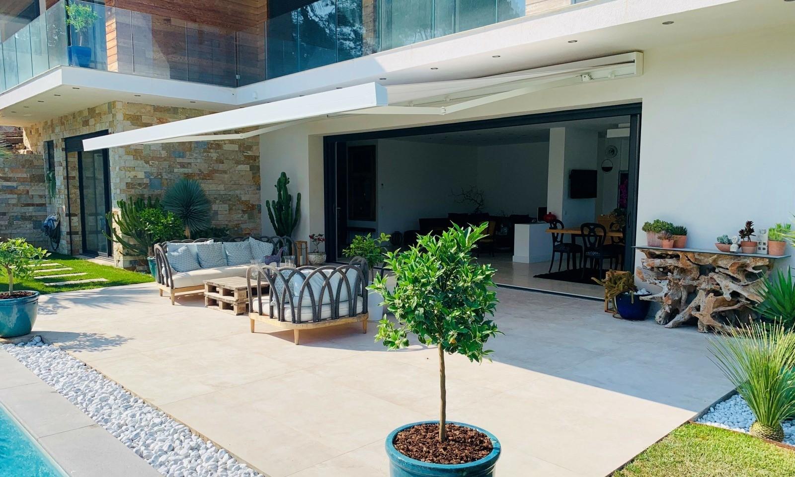 Comment Aménager Son Jardin En Pente les possibilités d'aménagement extérieur - store, pergola