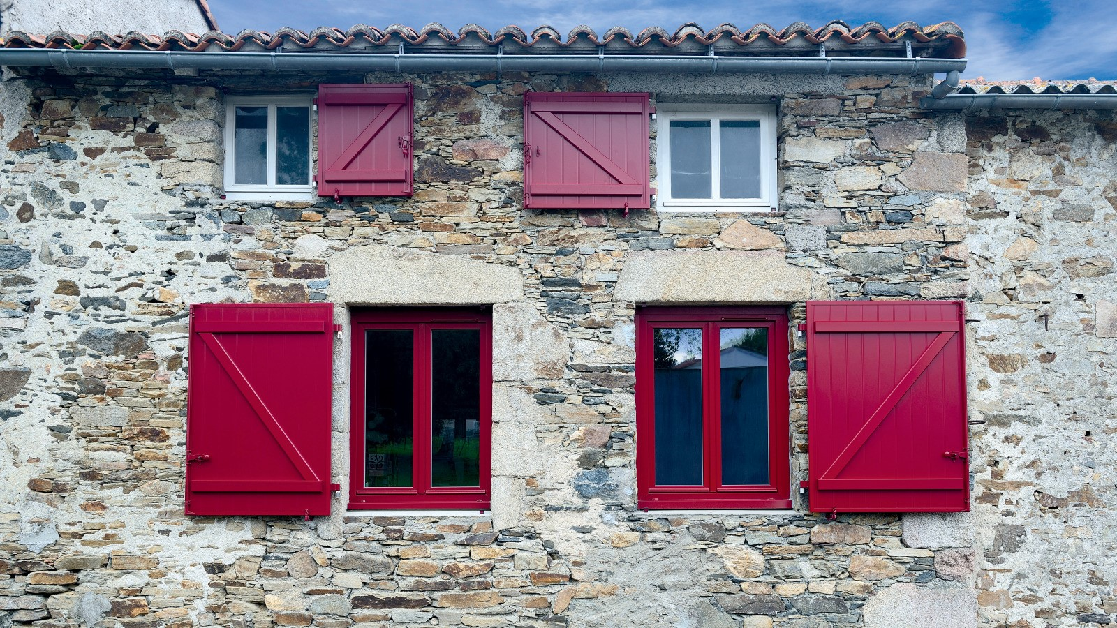 Couleur Volet En Provence guide - volets battants en bois, alu et pvc : différences et