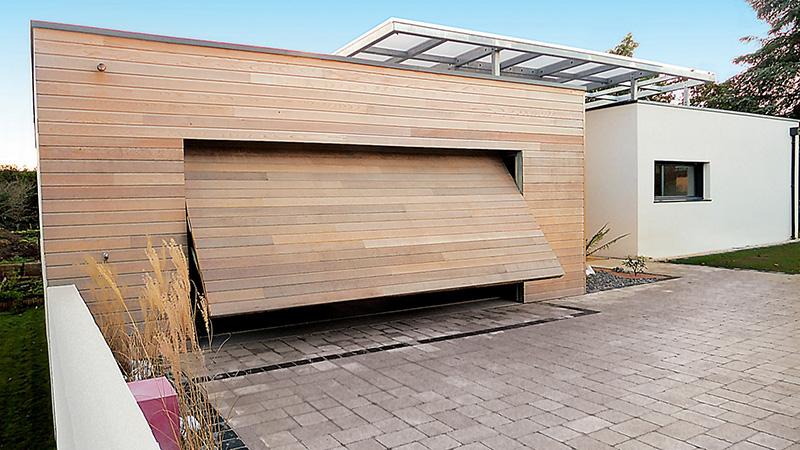 Porte de garage basculante (cadre nu bois) - Komilfo