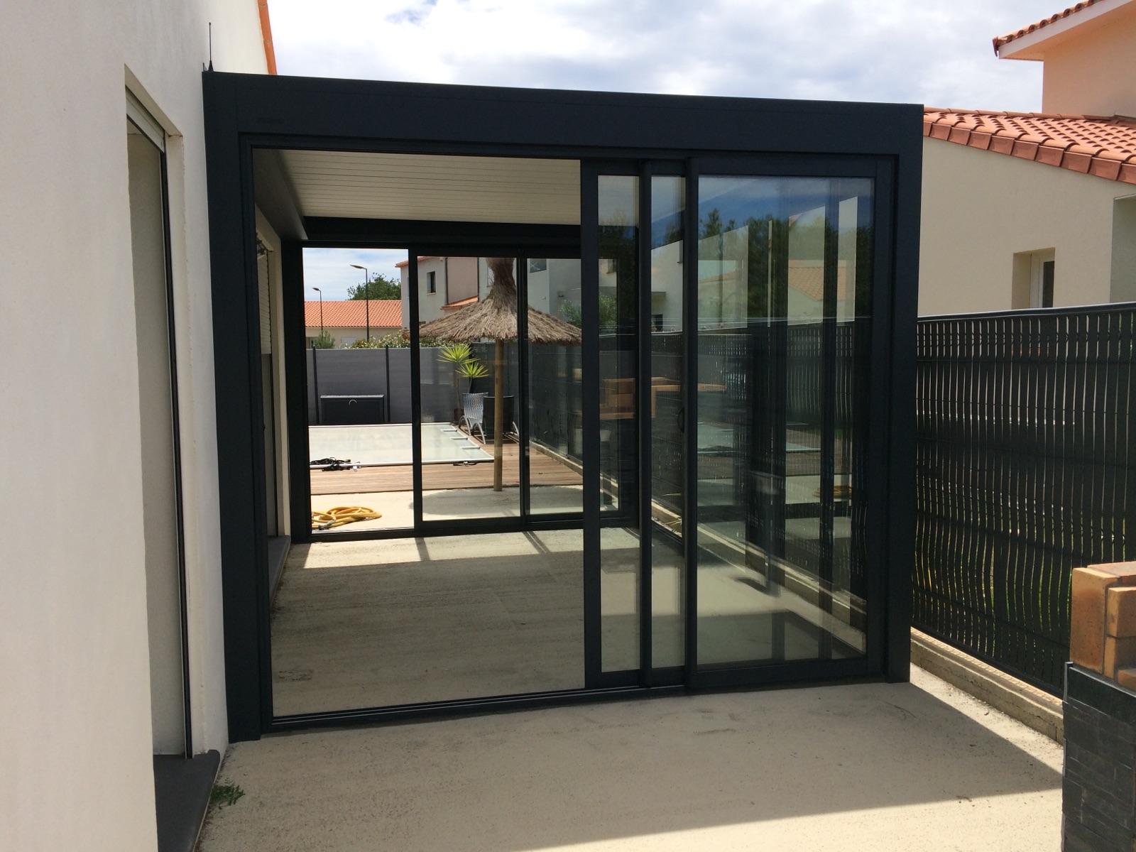 Pergola lames orientables avec baie vitr e komilfo - Baie vitree pour terrasse ...