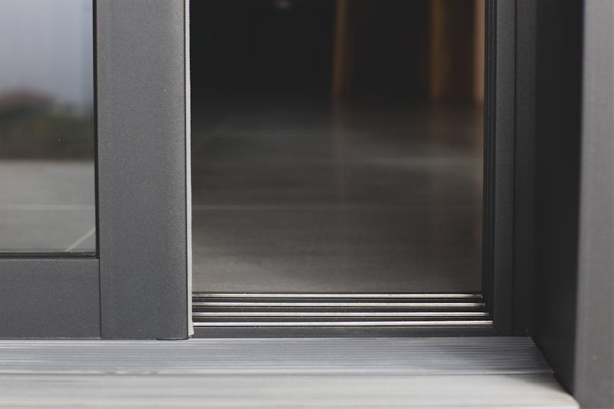 fen tre baies aluminium komilfo. Black Bedroom Furniture Sets. Home Design Ideas