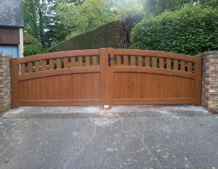 Portail PVC ton bois (35235)