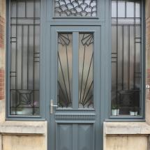 Porte d'entrée en bois traditonnelle avec grille Epernay