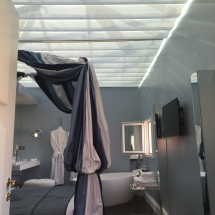 JBA Komilfo Angoulême Store intérieur véranda toile protégection chaleur Renvoie 50 à 80% rayons